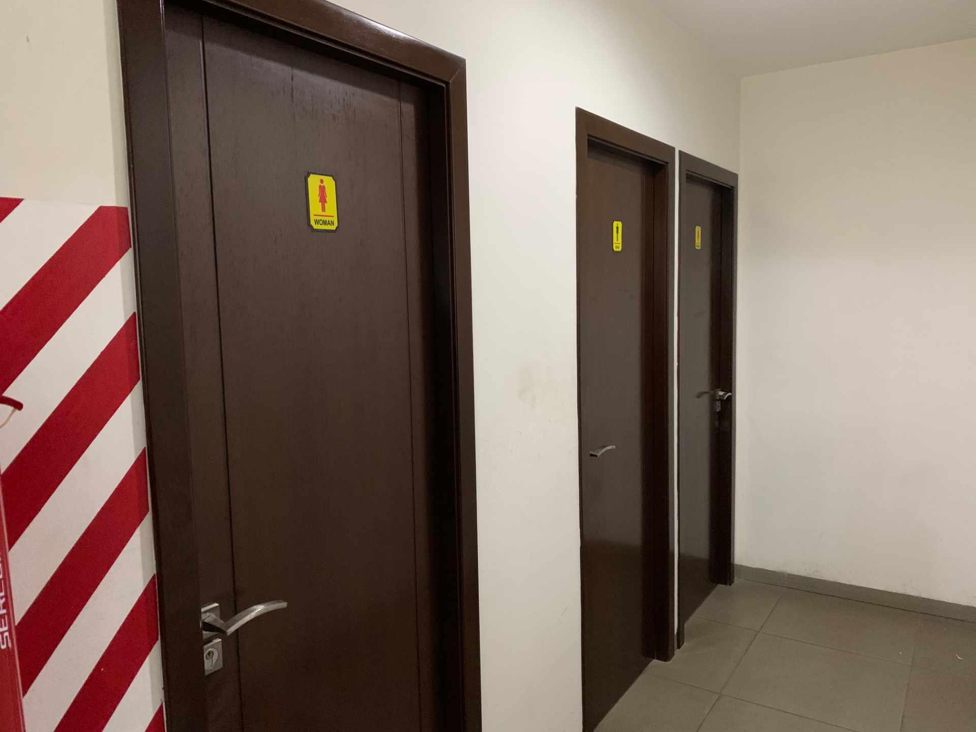 Oficina en Venta Calle Beni entre 1er y 2do Anillo Foto 5
