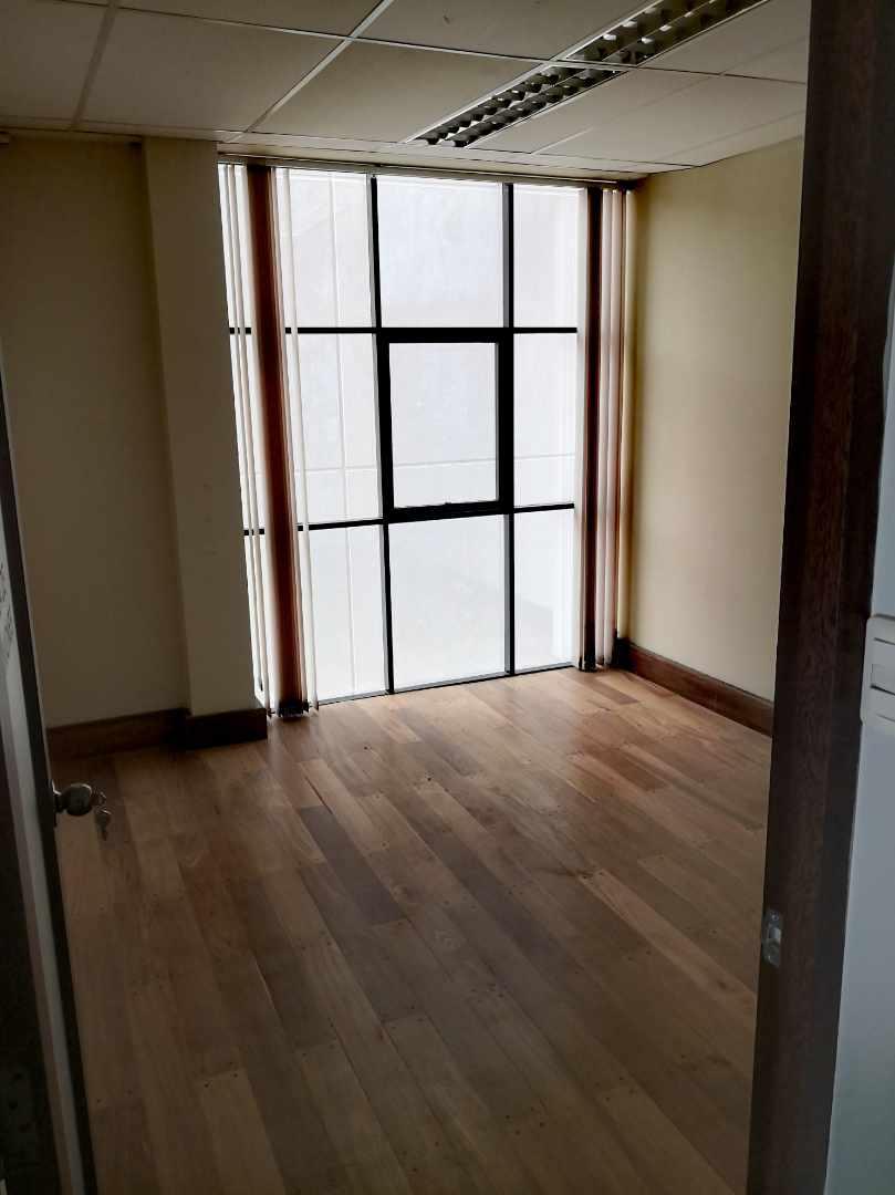 Oficina en Alquiler Zona de Calacoto, Calle 10, Edificio General Hugo Ballivian Foto 3