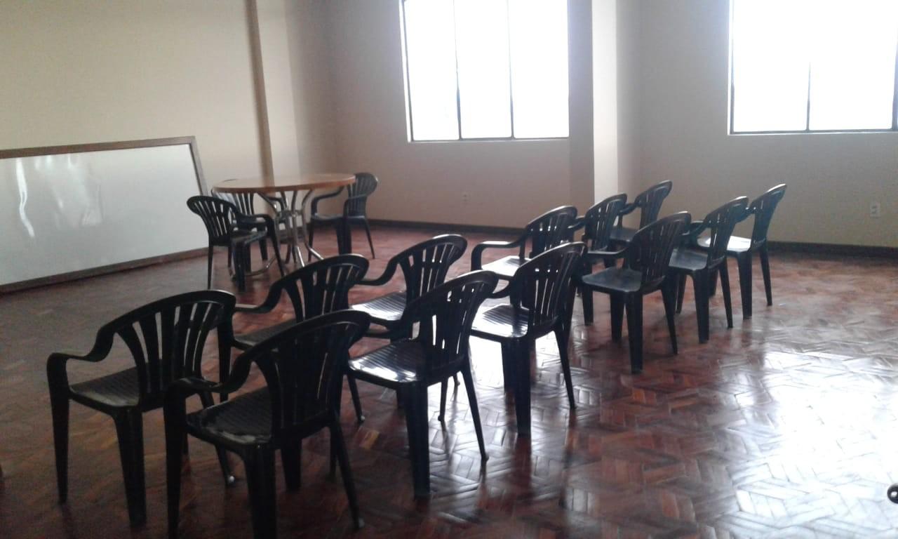 Oficina en Anticretico C./ 13 Av. 6 de Marzo Foto 3