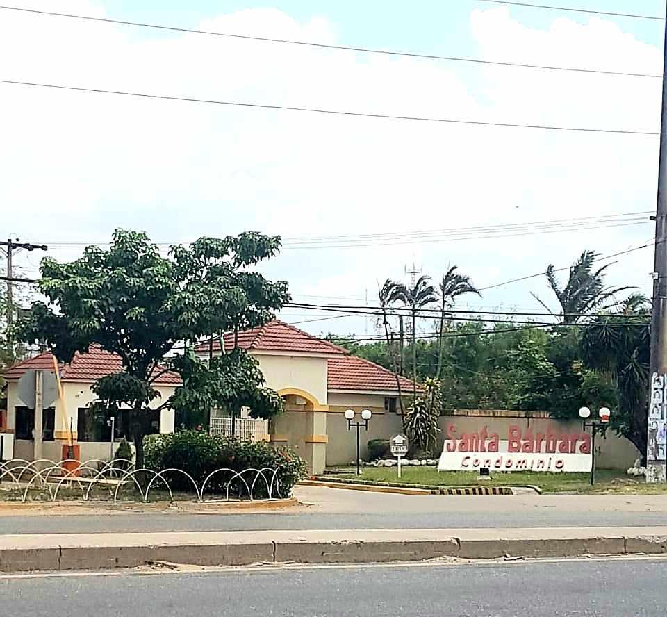 Casa en Venta REMATO CASA EN VENTA EN CONDOMINIO SANTA BARBARA, CARRETERA A COTOCA KM 7 Foto 3
