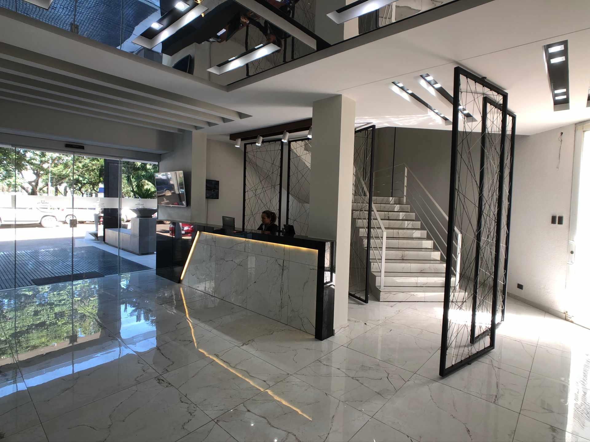Oficina en Venta Oficina en Alquiler Centro Empresarial Equipetrol Foto 2
