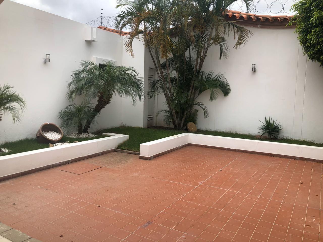 Casa en Alquiler 5 to Anillo entre Av Beni y Av. Cristo Redentor, cond. La Hacienda Foto 7