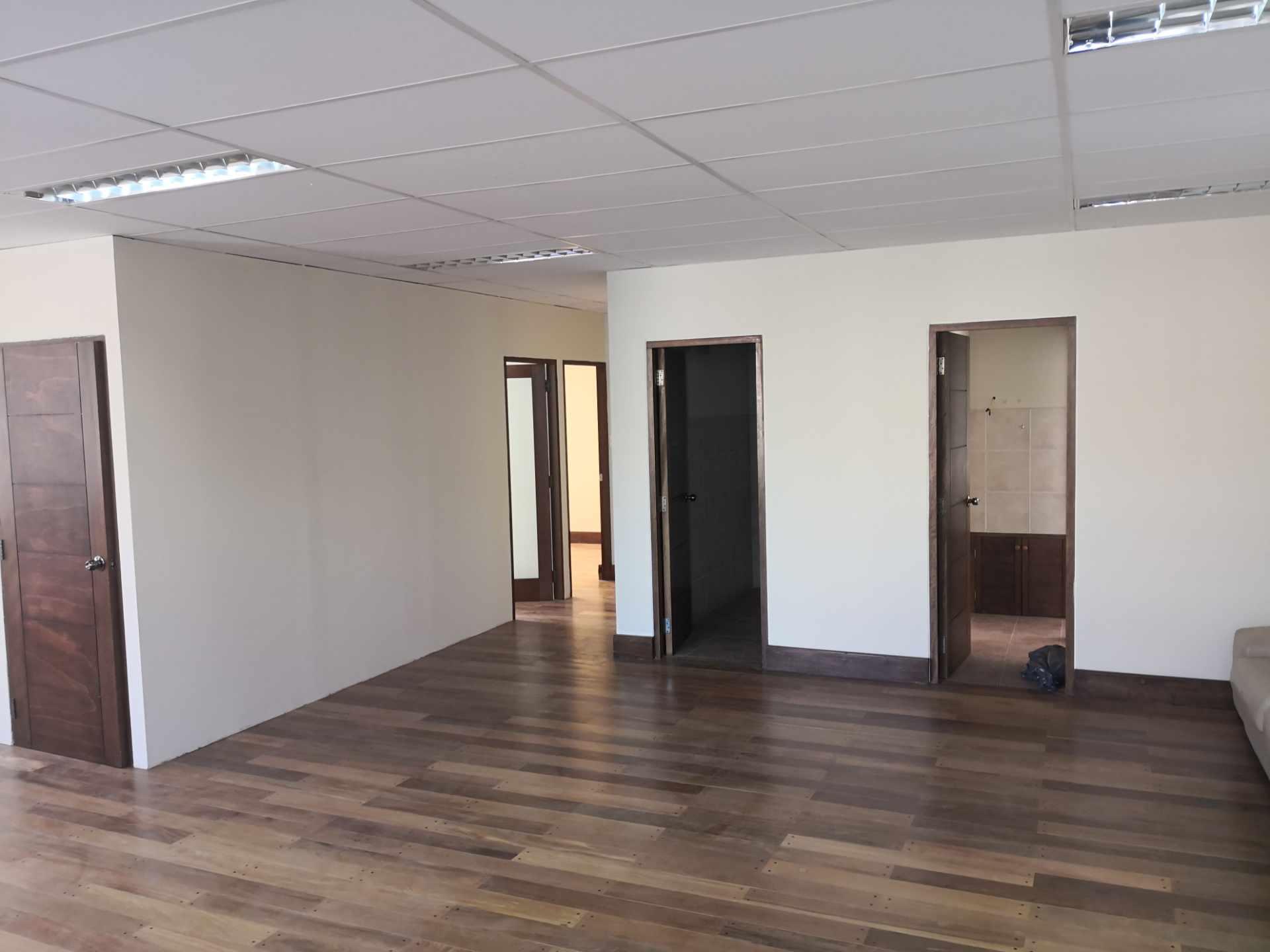 Oficina en Alquiler Zona de Calacoto, Calle 10, Edificio General Hugo Ballivian Foto 5