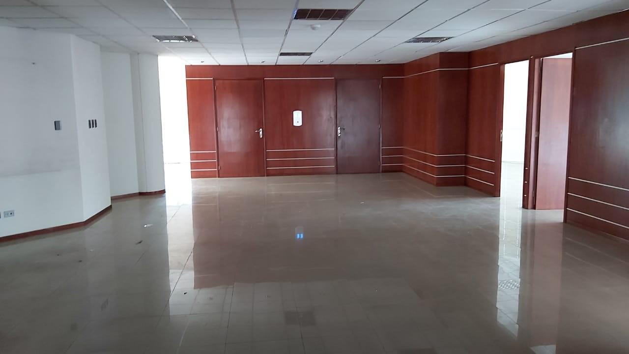 Oficina en Alquiler Av. Ballivian Esq. Calle 13 de Calacoto Foto 2