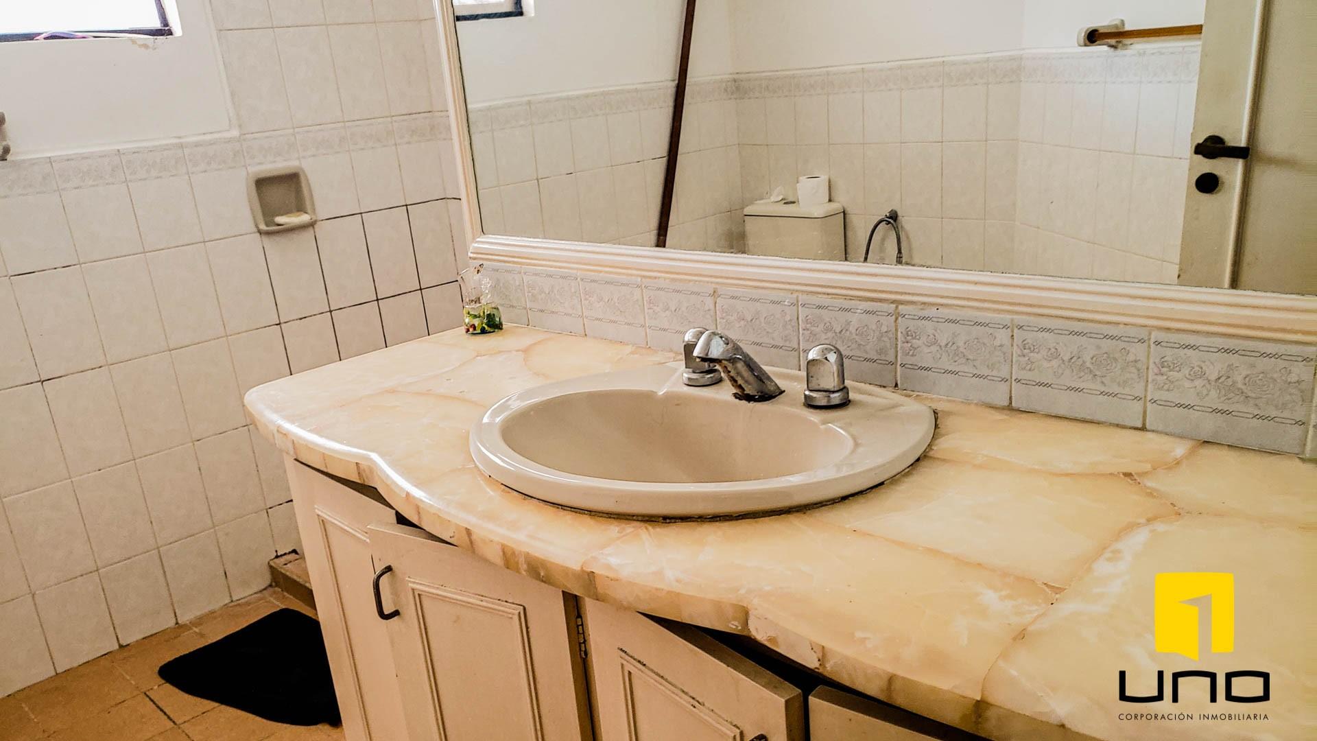 Casa en Venta $us 260.000 VENDO CASA BARRIO LAS PALMAS Foto 10