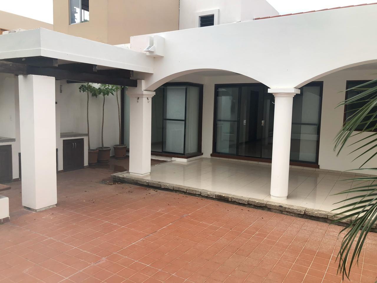 Casa en Alquiler 5 to Anillo entre Av Beni y Av. Cristo Redentor, cond. La Hacienda Foto 4