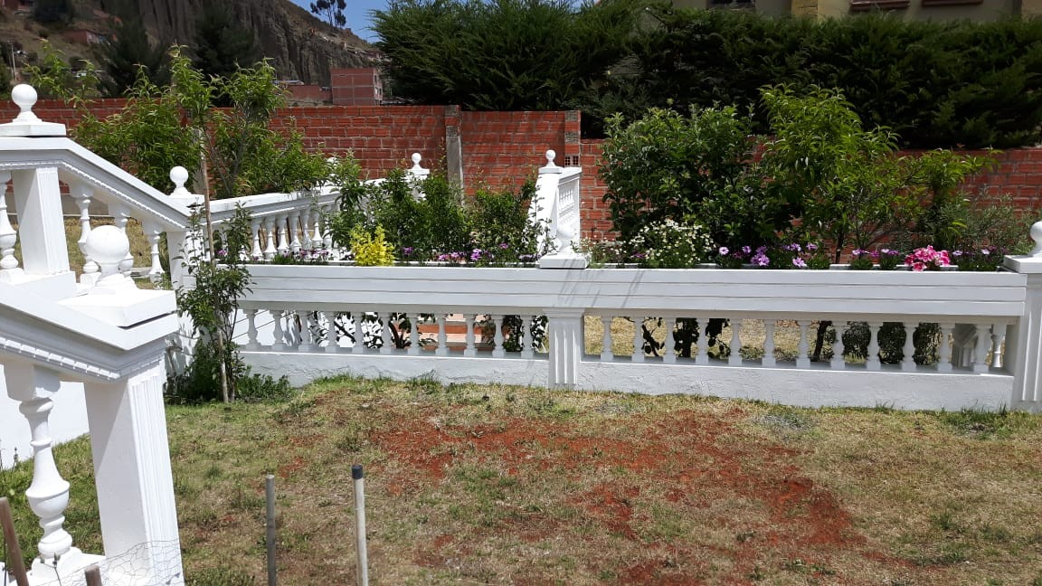 Casa en Anticretico Casa en ANTICRETICO NO MASCOTAS Las Rosas Zona Achumani La Paz todos los servicios y jardines Foto 5