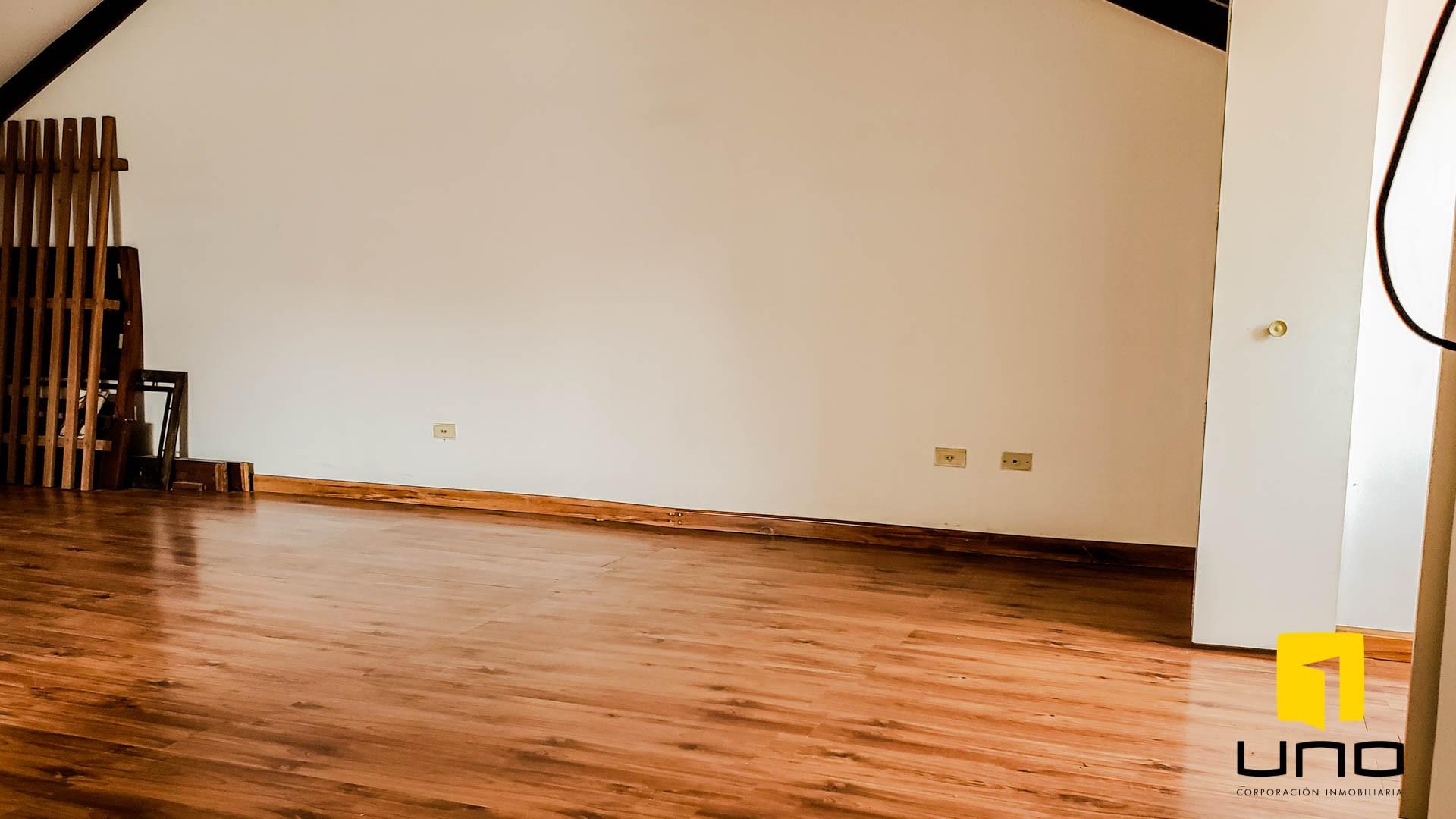 Casa en Venta $us 260.000 VENDO CASA BARRIO LAS PALMAS Foto 5