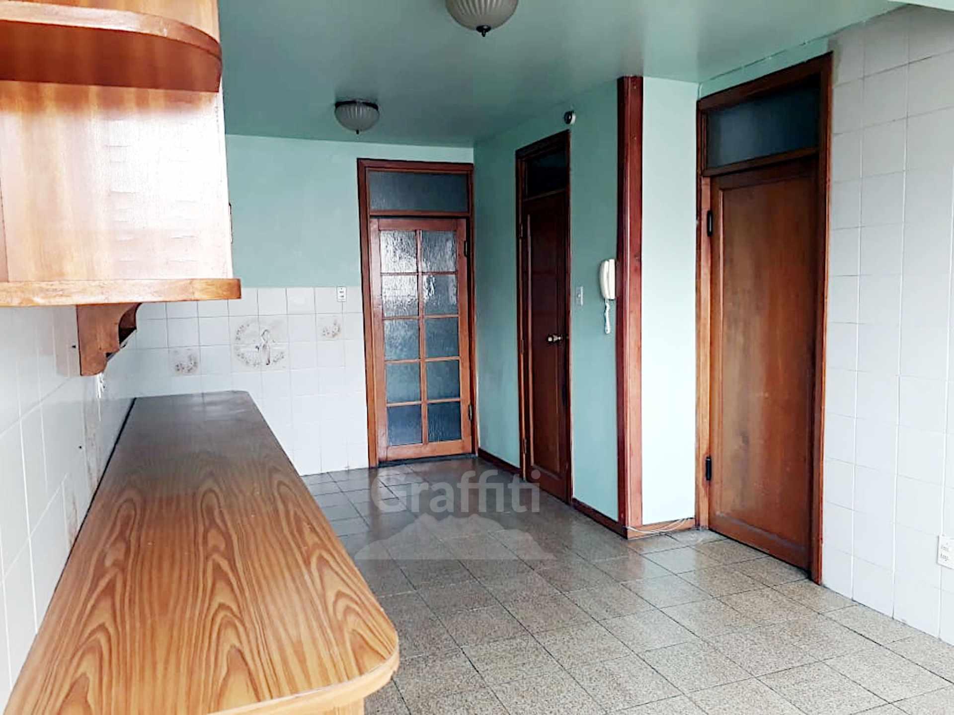 Departamento en Venta Irpavi, calle 2 Foto 5