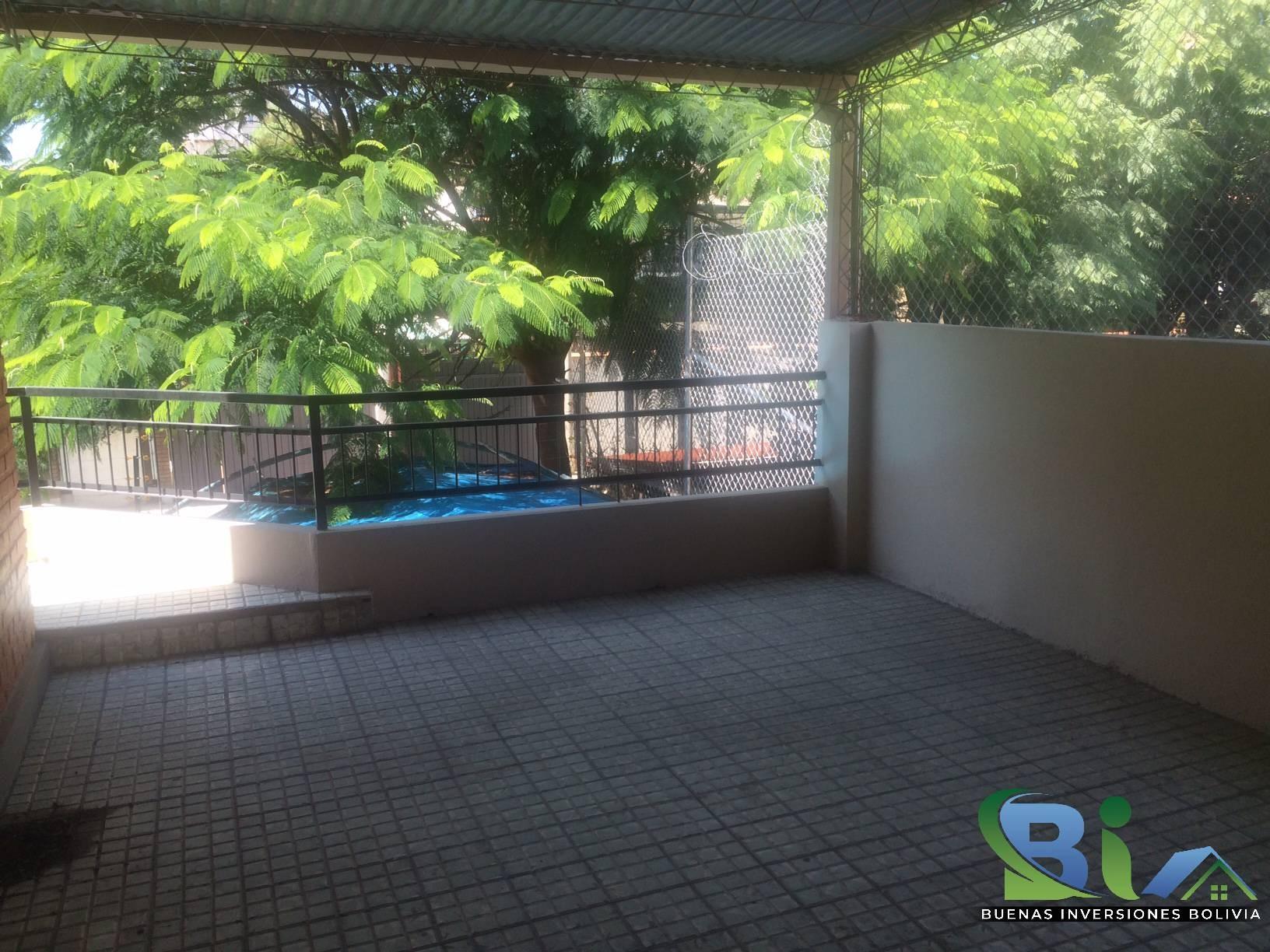 Casa en Alquiler $us 1.300.- CASA INMEDIACIONES CINE CENTER Foto 4