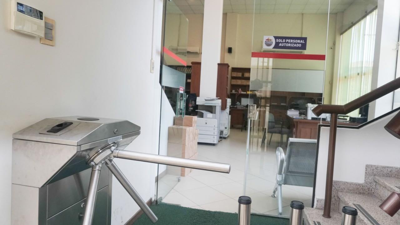 Oficina en Venta C/ Manuel Ignacio Salvatierra entre c/ Potosi y c/ Cochabamba Foto 2