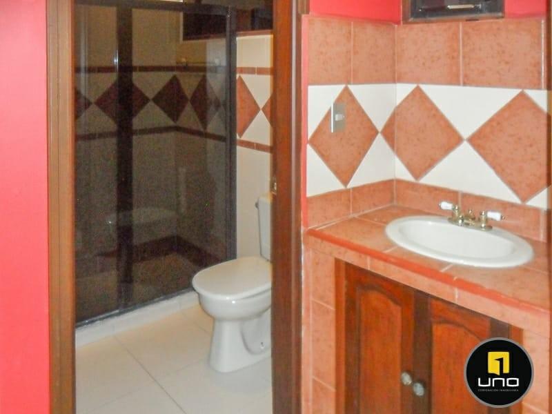 Casa en Alquiler ZONA NORTE, 4TO ANILLO Y CANAL ISUTO IDEAL PARA VIVENDA O EMPRESA Foto 19