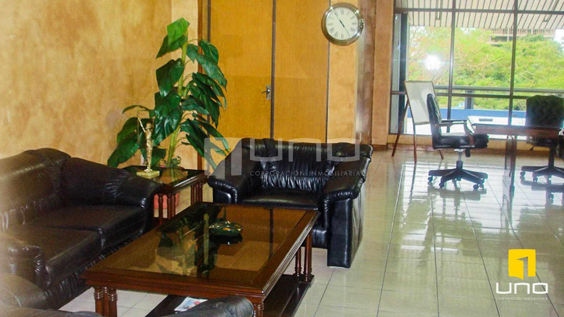 Oficina en Venta REGALO OFICINA SOBRE AV. IRALA EN PRIMER PISO Foto 4