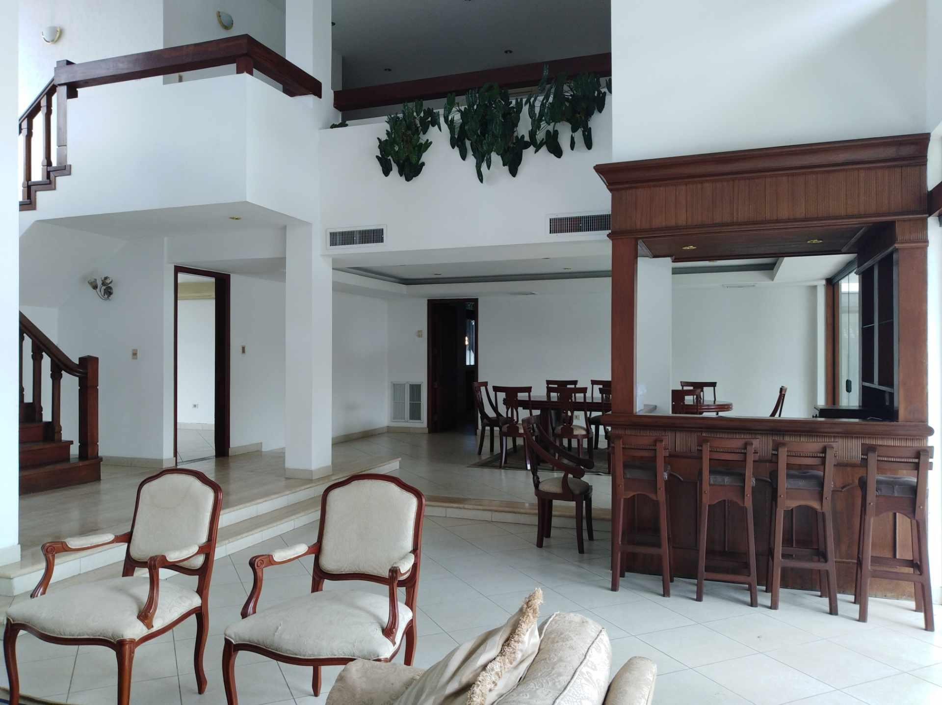 Casa en Alquiler BARRIO LAS PALMAS - AV. RADIAL CASTILLA Foto 3