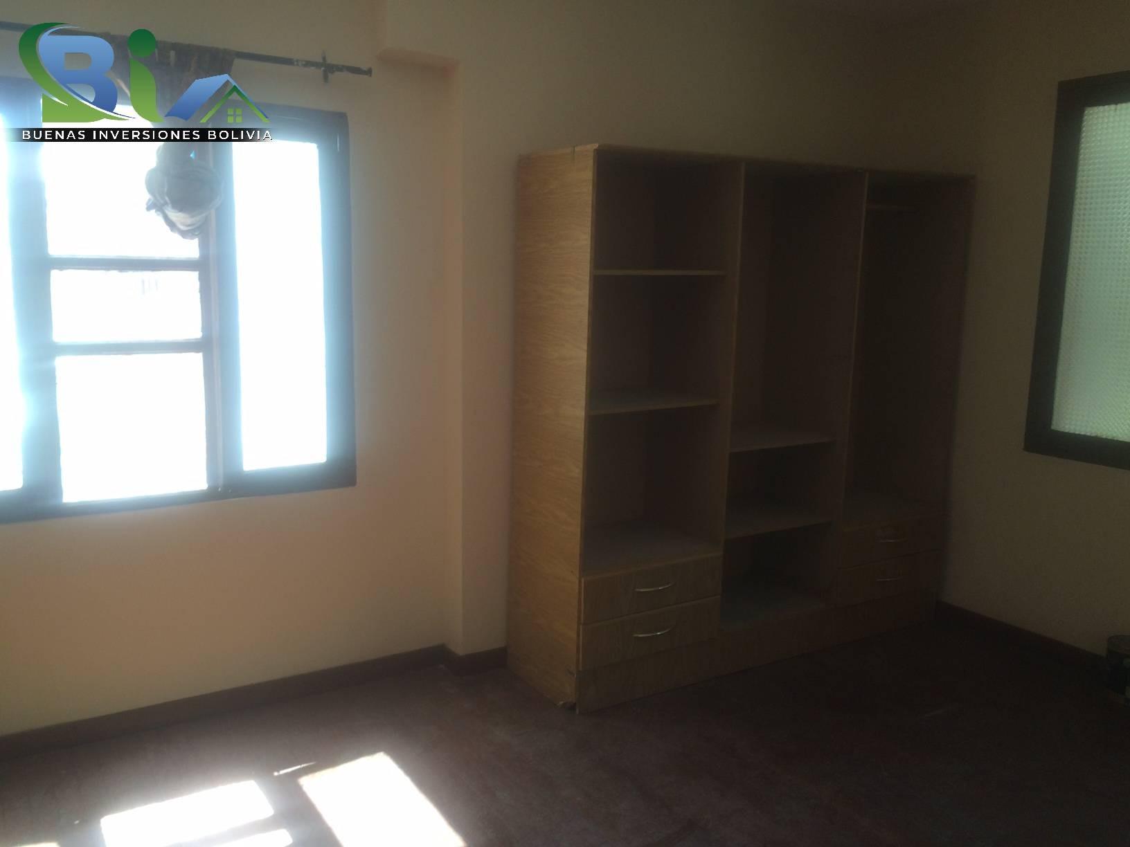 Casa en Alquiler $us 1.300.- CASA INMEDIACIONES CINE CENTER Foto 6