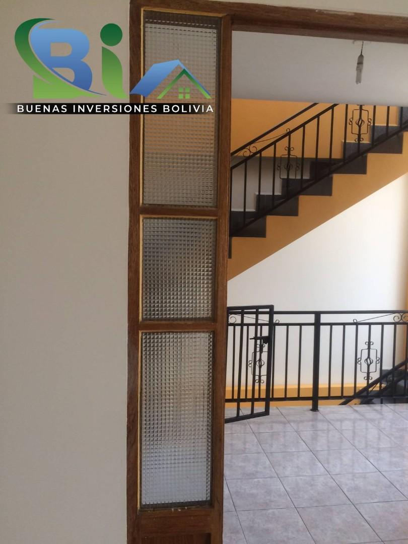 Casa en Alquiler $us.450.- CASA INDEPENDIENTE TRES PLANTAS ZONA CHIMBA PARQUE ACUATICO Foto 2