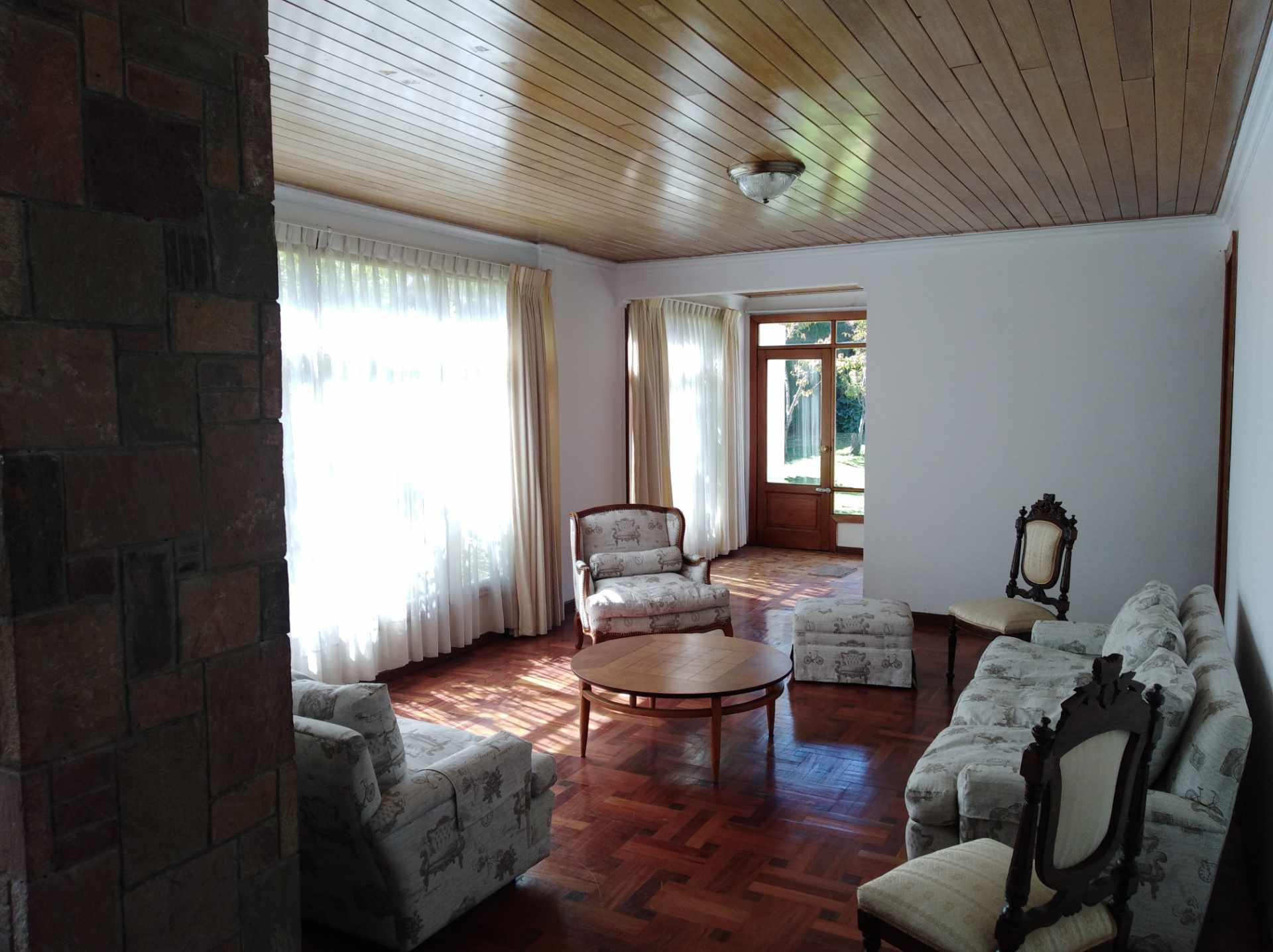 Casa en Alquiler CALACOTO calle 16 a 1/2 cuadra de la Av. Julio C. Patiño.  Foto 38
