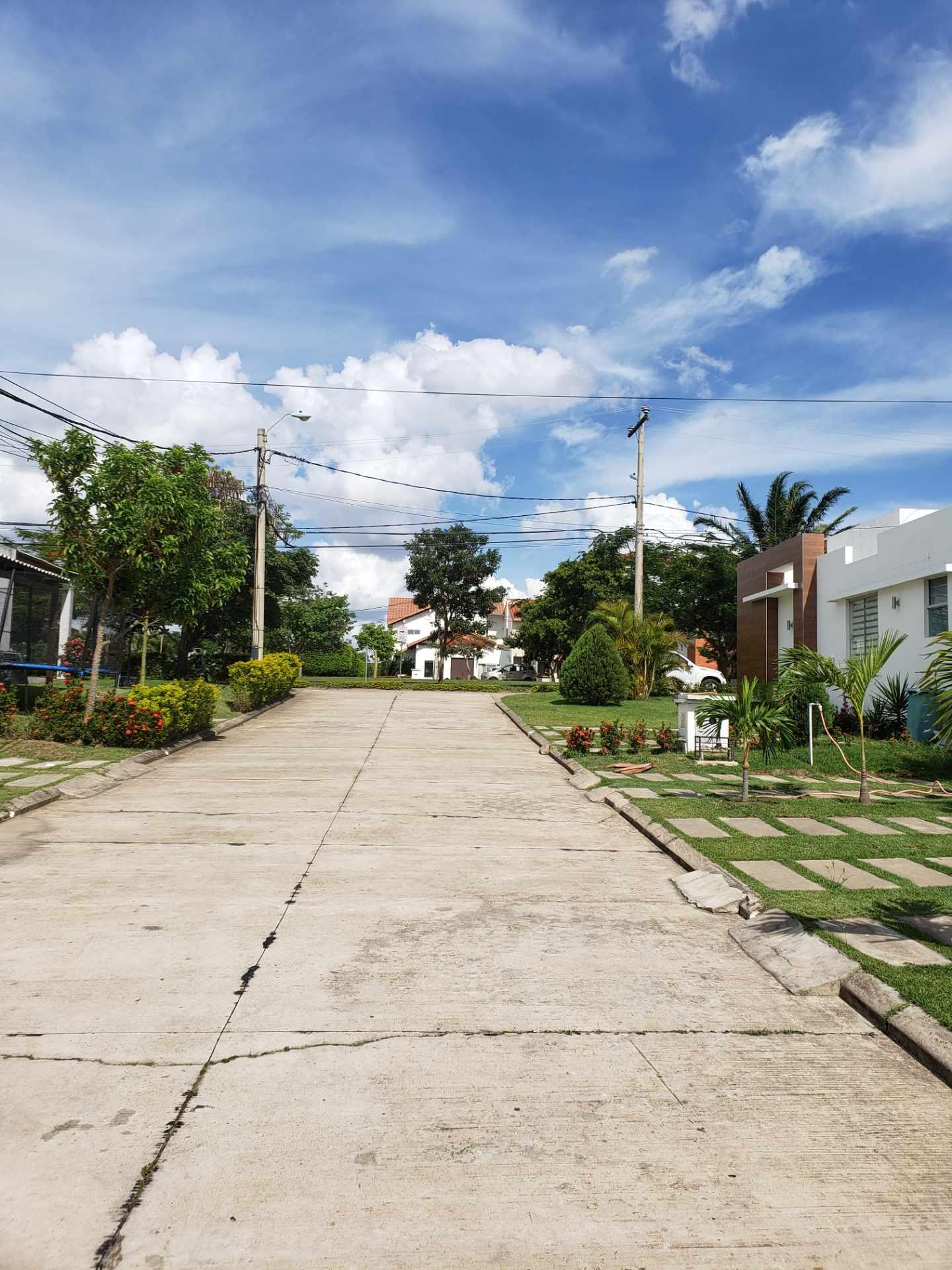 Casa en Alquiler Jardines del urubó II  Foto 13