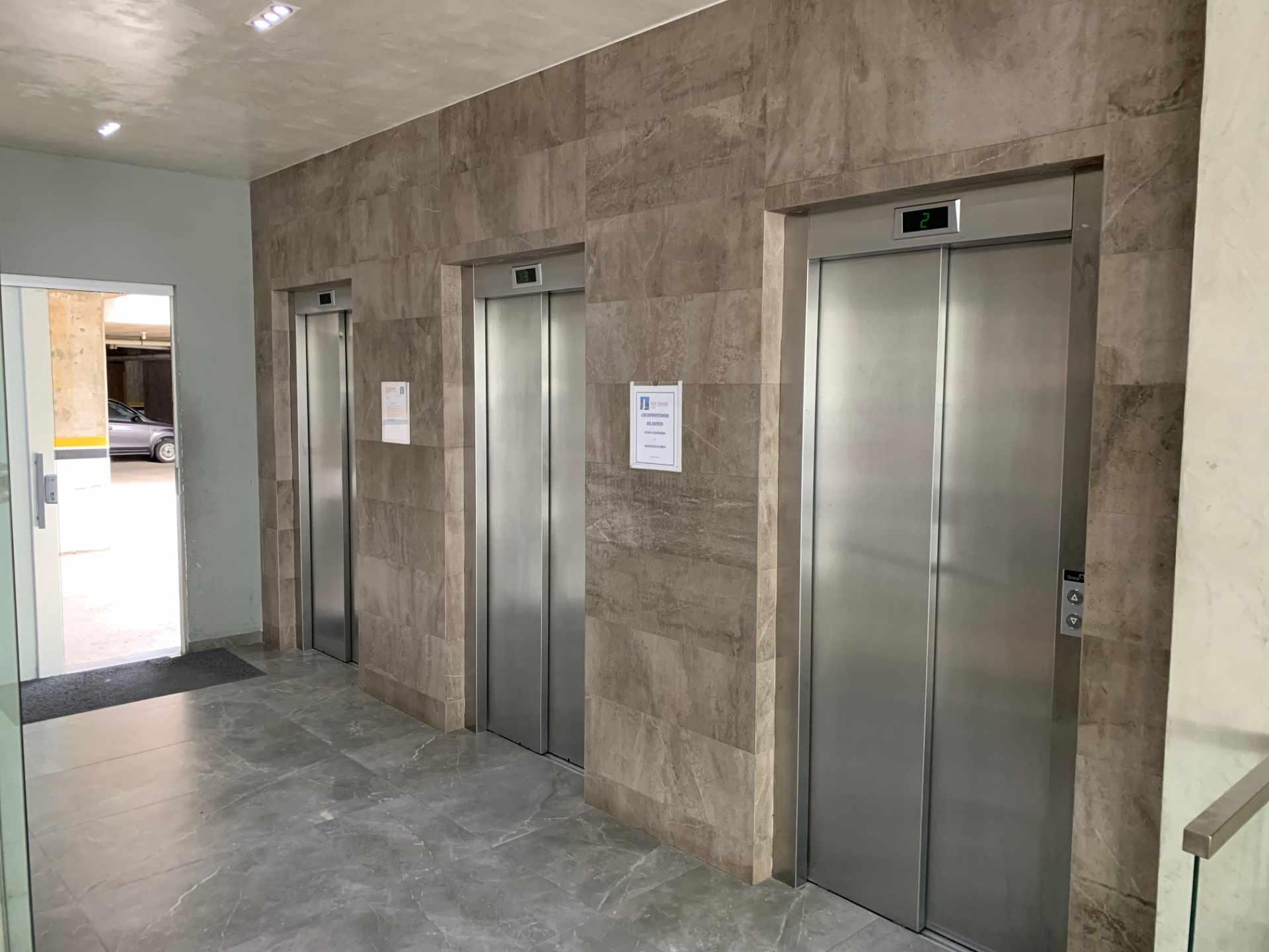 Oficina en Venta Calle Beni entre 1er y 2do Anillo Foto 9