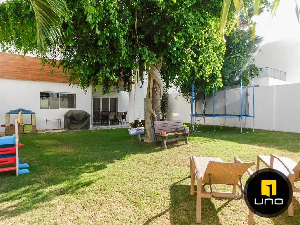 Casa en Alquiler Av. Banzer Cond. Jardines del parque 3 Foto 7