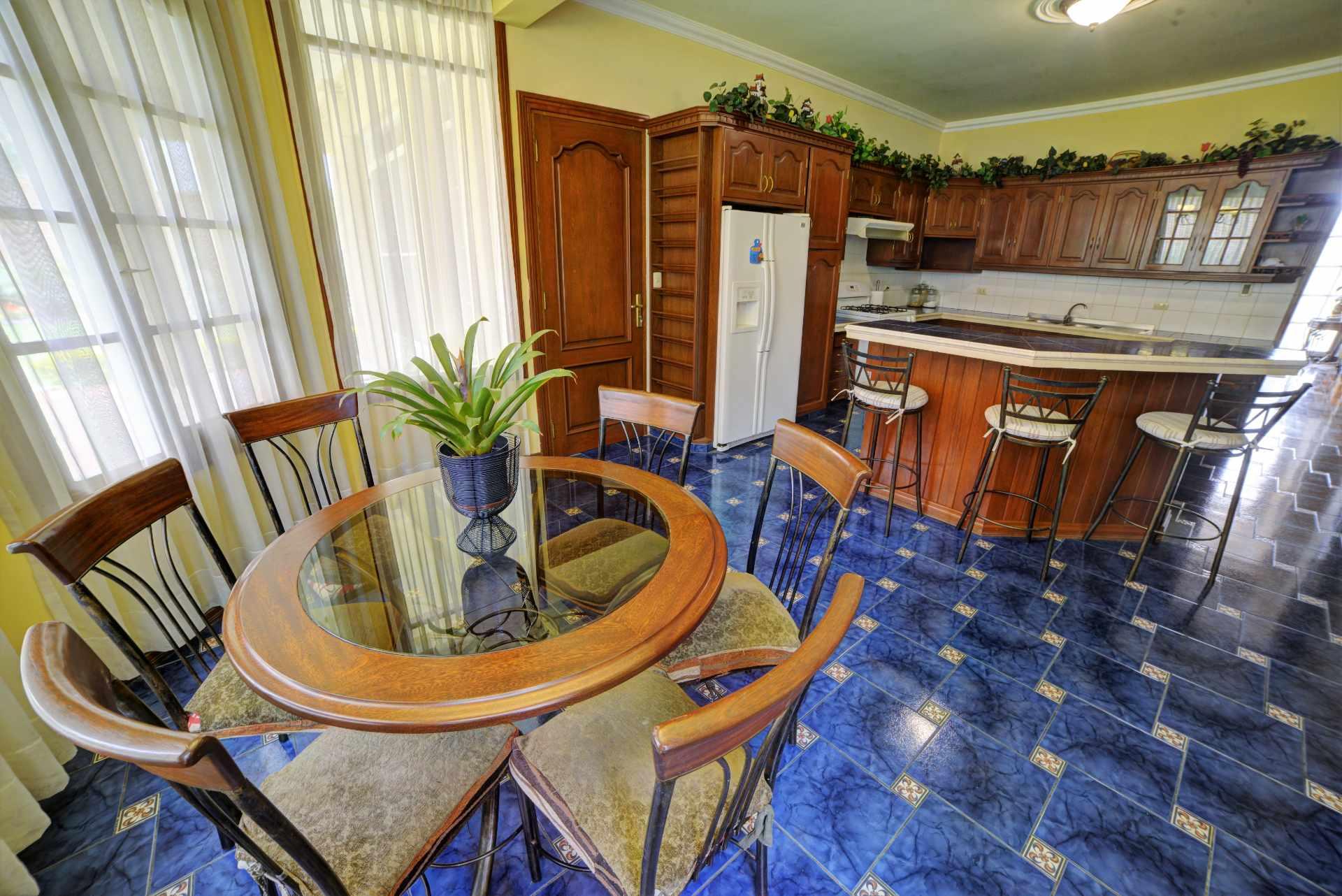 Casa en Venta PRECIOSA Y AMPLIA CASA - ZONA FINAL AMÉRICA OESTE Foto 13