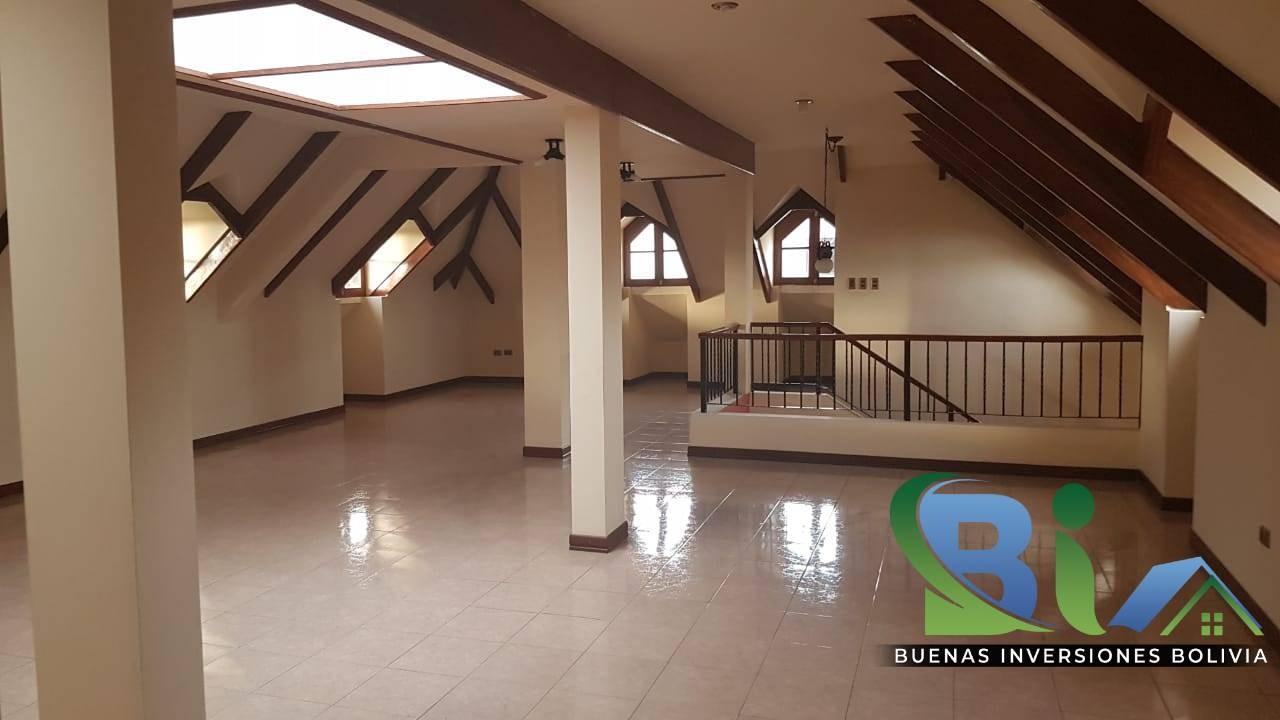 Casa en Alquiler $us.1800 ALQUILER RESIDENCIA COLONIAL 1100M2 URB. BOSQUE SUR Foto 16
