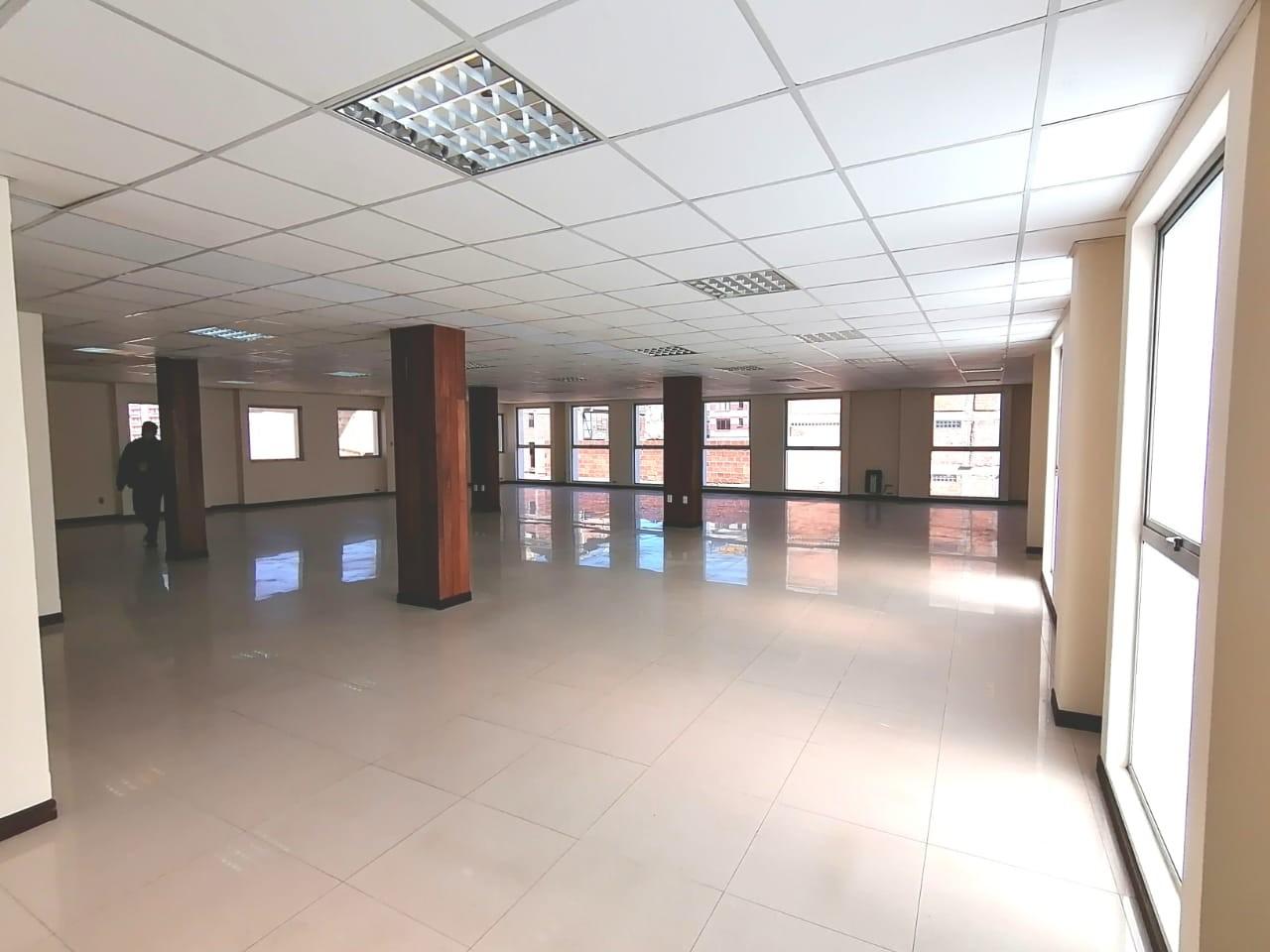Oficina en Alquiler OFICINA EN ALQUILER 300 mtrs  CALLE SUCRE Foto 5